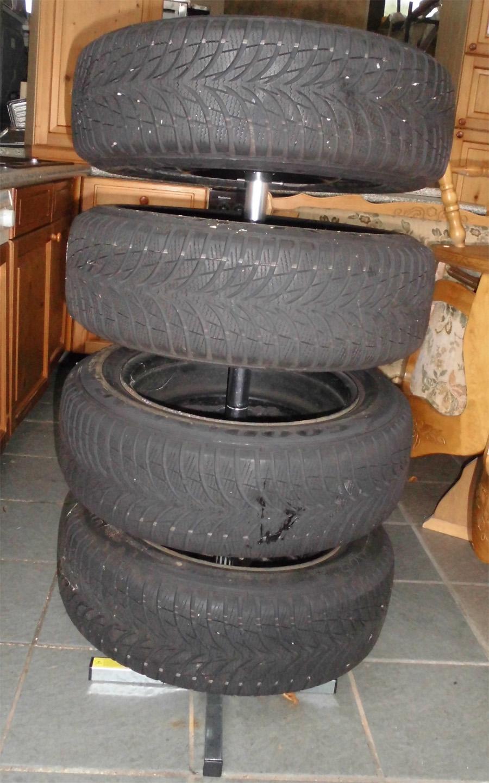 goodyear ultragrip winterreifen 185 60 r14 82t ebay. Black Bedroom Furniture Sets. Home Design Ideas